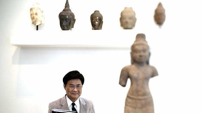 New book probes beyond gilded facade of Thai art